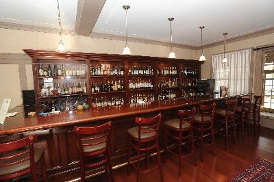 Gateways Inn, Lenox - Full bar at Gateways Inn!